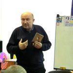 Олександр Вільчинський — письменник, науковець — з дружніми побажаннями ювілярові нових поетичних шедеврів