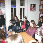 Володимир Дячун спілкується із студентською молоддю