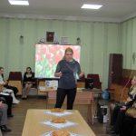 Надія Шамрик — художній керівник театральної школи-студії «Мельпомена» — читає вірш Ліни Костенко