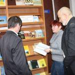 Члени ТО НТШ ознайомлюються з науковими виданнями із фонду Тернопільської ОУНБ
