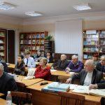 Члени ТО НТШ уважно слухають виступи науковців