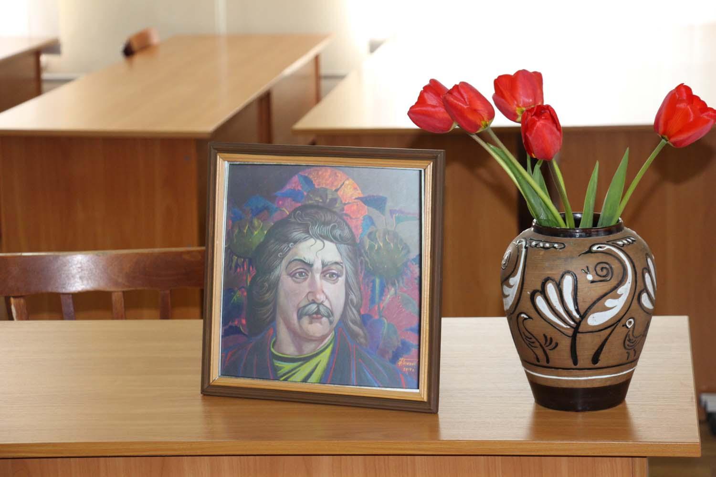 Портрет Степана Сапеляка, подарований книгозбірні автором — заслуженим художником України Богданом Ткачиком